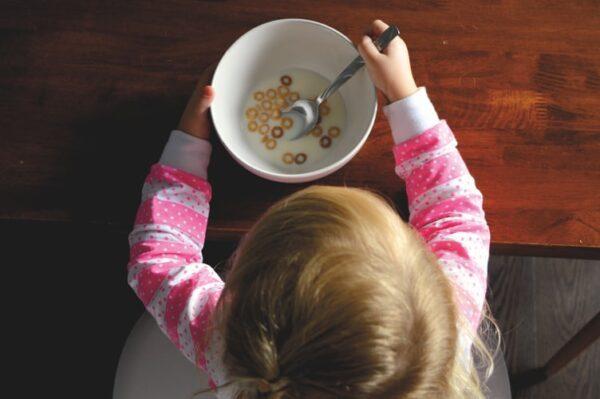 Siūlomas nemokamas maitinimas priešmokyklinukams ir pirmokams
