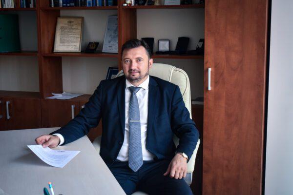 Teisininkas V. Šalaševičius. Seime priimti prastovų kompensavimo tvarkos pakeitimai. Kaip valstybės institucijos užtikrins įgyvendinimą ir priežiūrą? Kas svarbu darbuotojams, darbdaviams bei savarankiškai dirbantiems?