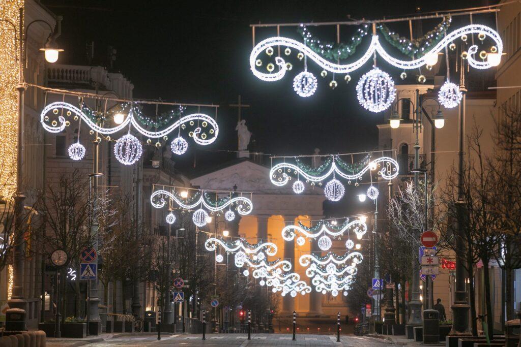 Žiemos šventėms išpuoštos Vilniaus gatvės